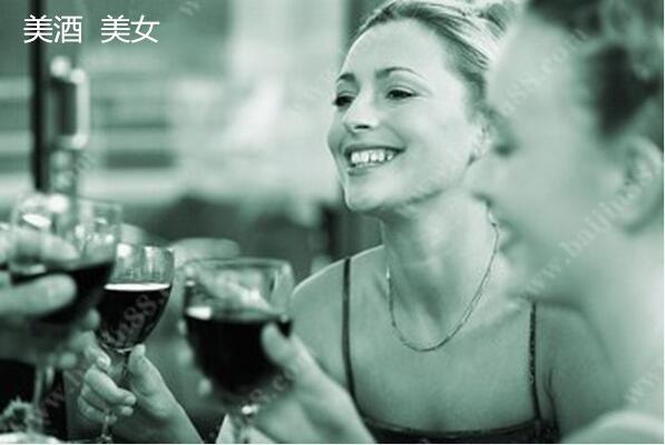 美酒外用让女人美丽长久