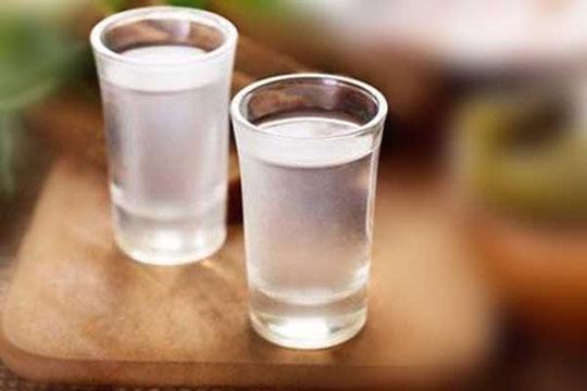 白酒中出现沉淀物的原因以及还能不能饮用