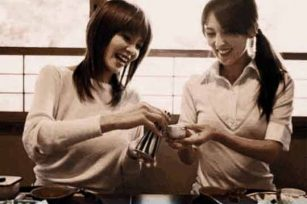 日本人在饮酒的时候都注重哪些礼仪?