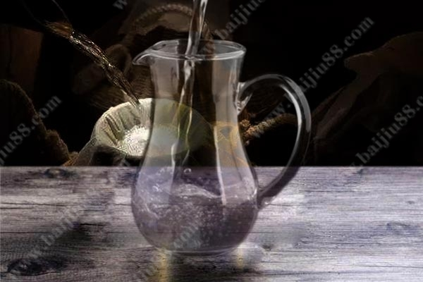 """酒精勾兑酒真的毫无可取只能是""""假酒""""吗?"""