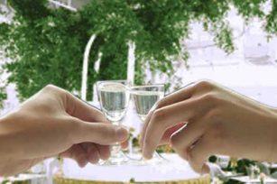 喝酒碰杯的这个酒文化习俗是怎么来的?