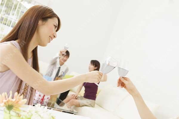妇女节被宴请喝酒该不该去