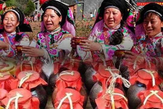 彝族的辣白酒是怎么酿造出来的