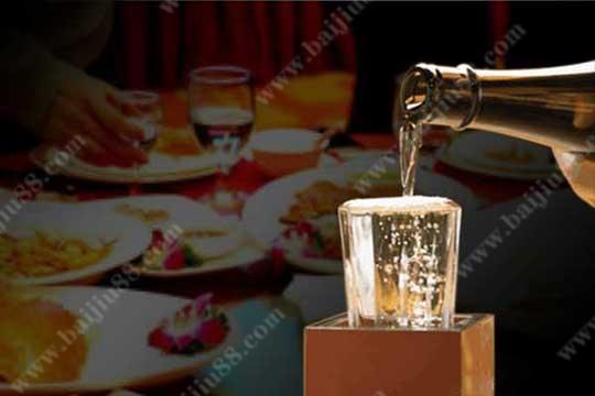 为什么会有酒要满,茶要浅的习俗礼仪呢?