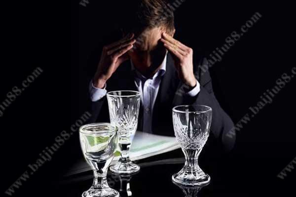为什么一喝酒就头疼