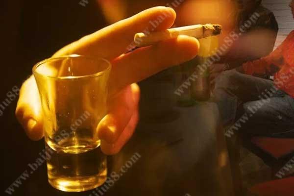 喝酒和抽烟哪个危害大