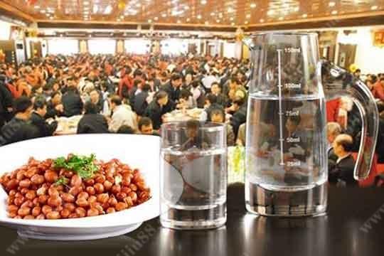 喝酒时搭配吃一些花生米的好处