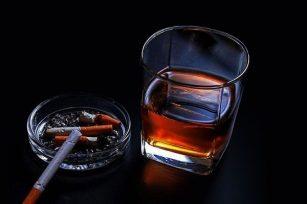 抽烟喝酒的男人怎么样?怎么样评判抽烟喝酒的男人