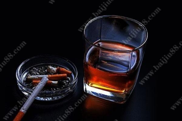 抽烟喝酒的男人怎么样