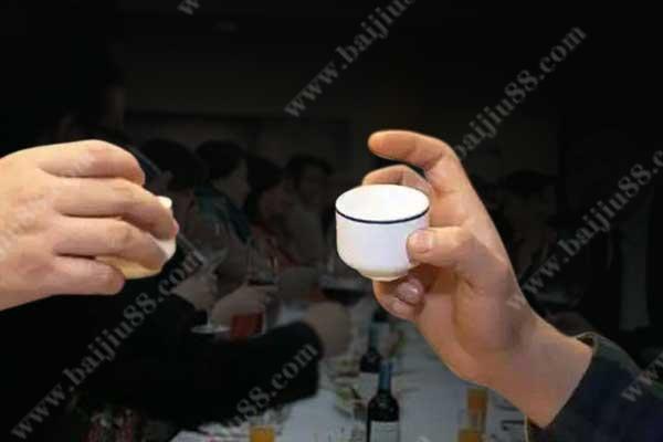 别人叫喝酒不会喝怎么办