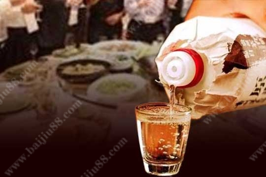 在不同的饭局中该怎么去选酒