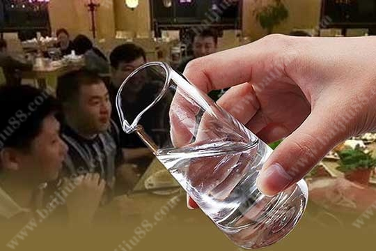空腹喝白酒会给身体带来什么伤害?