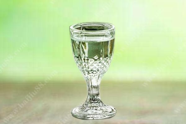 用感观怎么看白酒酒质