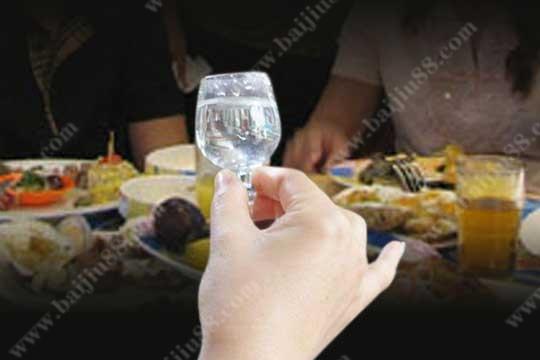 为什么女人喝酒比男人更容易喝醉