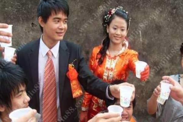 结婚的时候新婚夫妻敬酒需要注意什么