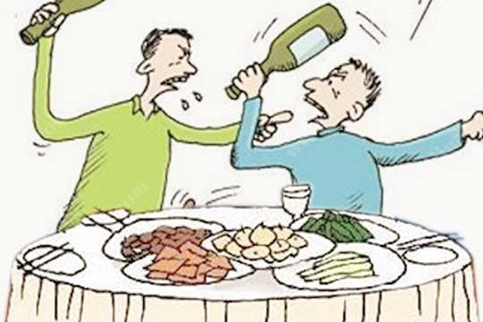 酒桌上哪些举止是不受人欢迎的