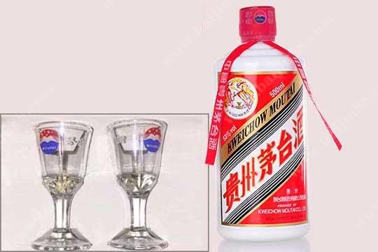 为何茅台酒会自带两个酒杯?