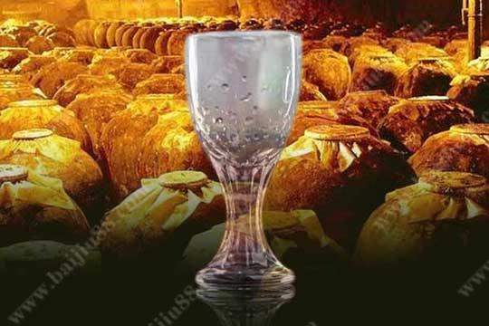5分钟用科学的解释来告诉您白酒挂杯的现象