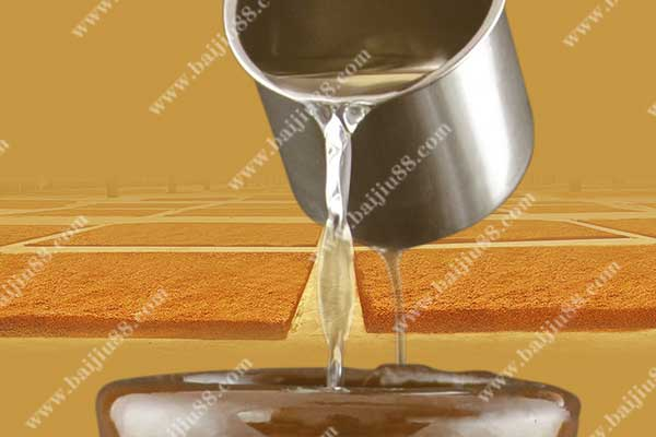 纯粮固态发酵的酱香白酒