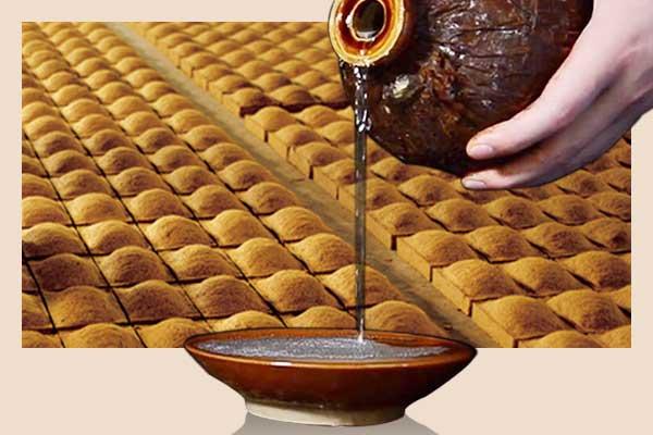 酱香酒在生产时候投入酒曲是怎么做的