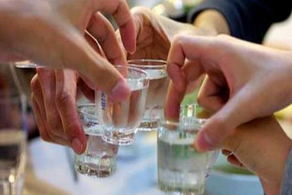 老同学聚会时喝什么酒好