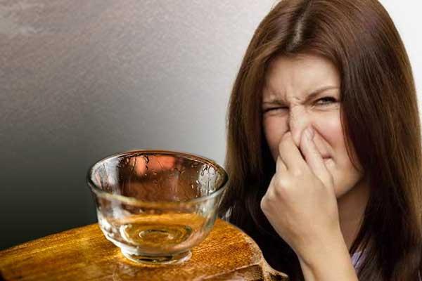 为什么过夜的酒杯有臭味