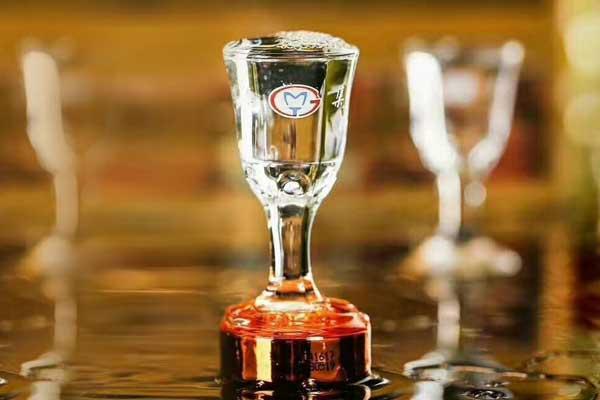 茅台杯有多大?为何喝酱香型白酒都喜欢用茅台杯