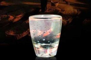 为大家普及下,品鉴白酒时出现的挂杯现象是怎么形成的
