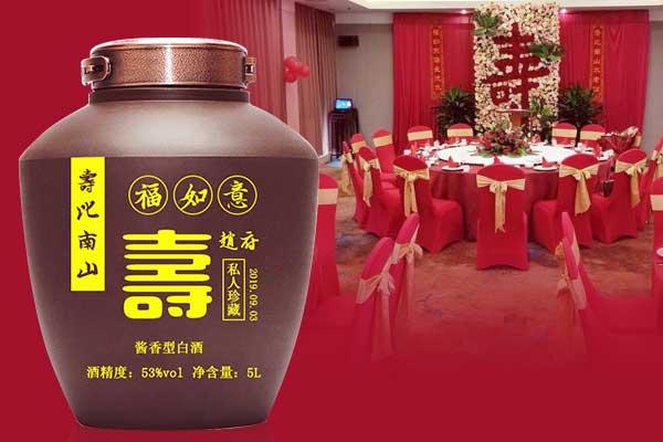 父母寿宴喝什么酒-选择寿宴定制酒贺寿,诚恳祝愿老人长命百岁