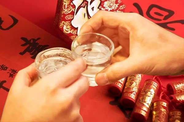 过年聚会酒助兴要扫除的八个喝酒误区