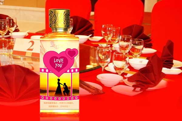 完美的婚宴用什么酒-选择婚宴定制酒,用来恭贺新婚之喜,更是喜上加喜