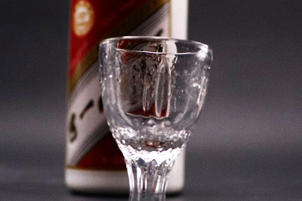 为什么酱香型白酒可以实现空杯留香的现象
